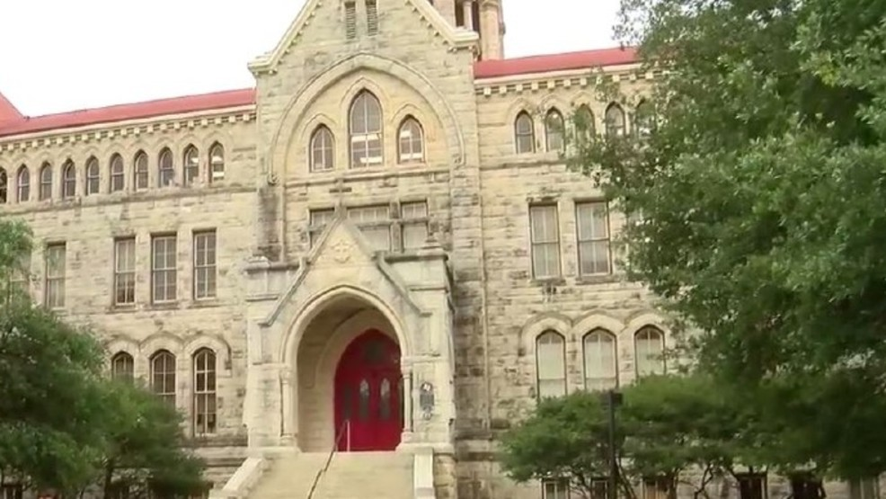 St Edwards University >> Police Searching For Suspect Who Groped Man Inside Elevator