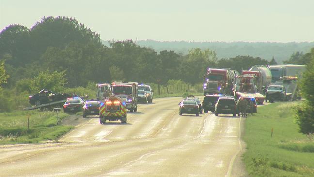 Fatal crash shuts down Hwy 290 east of Elgin | KTXS